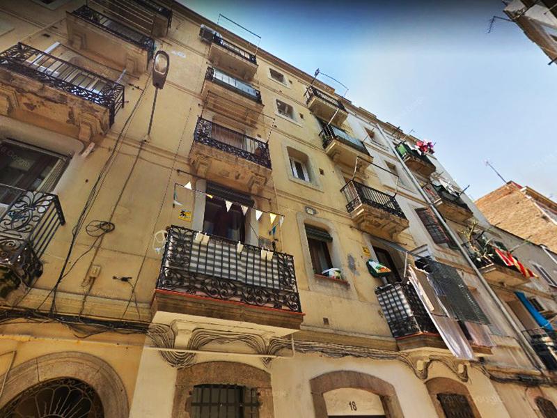 Departamento en la Barceloneta frente al mercado.