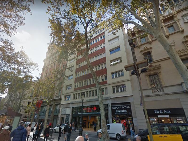 Departamento muy cerca de Plaza Cataluña.