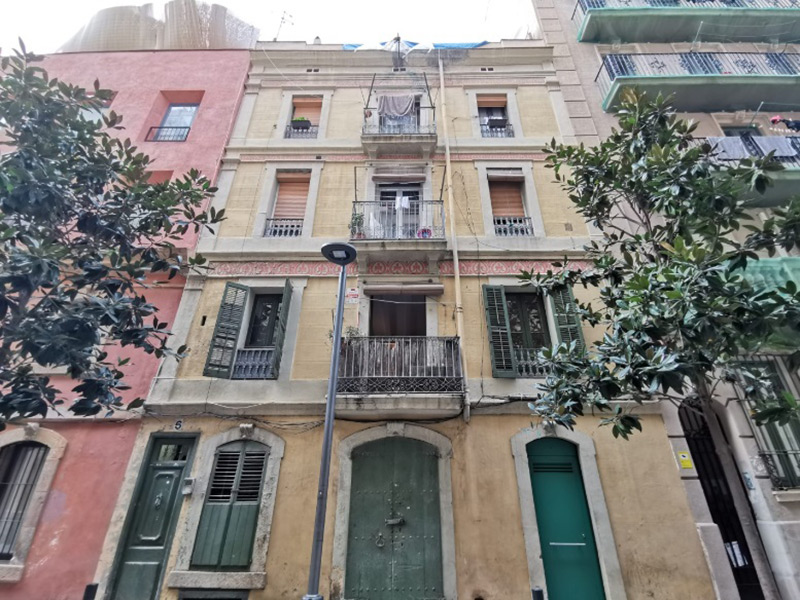 Partially restored flat of 35 m2 in Ciutat Vella, Barceloneta
