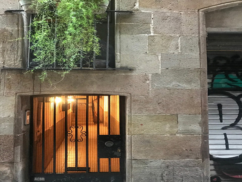 Partially restored flat of 45 m2 in Ciutat Vella, Borne