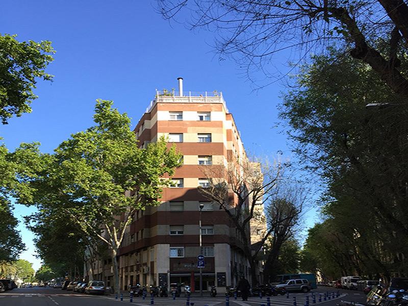 Bonito departamento junto al Arco del Triunfo.