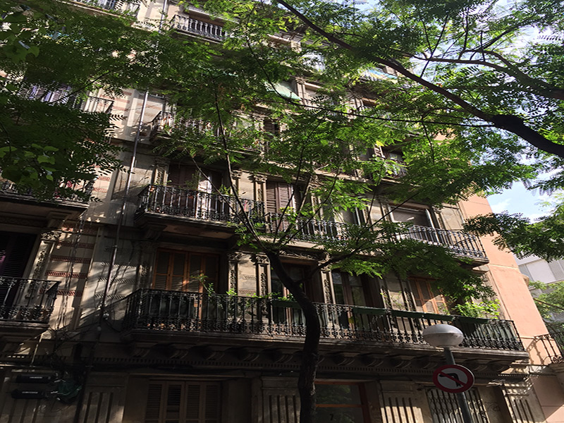 For renovation flat of 60.00 m2 in Ciutat Vella, Barceloneta