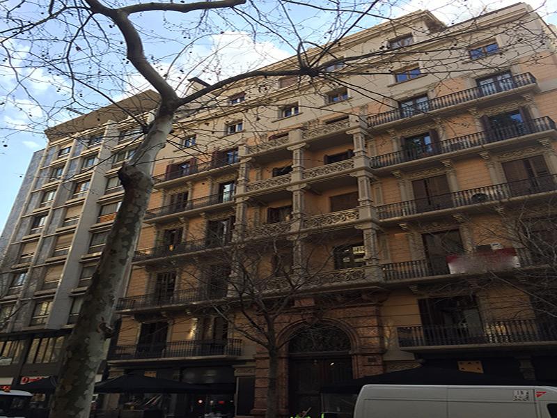 Departamento reformado junto a Rambla Cataluña.