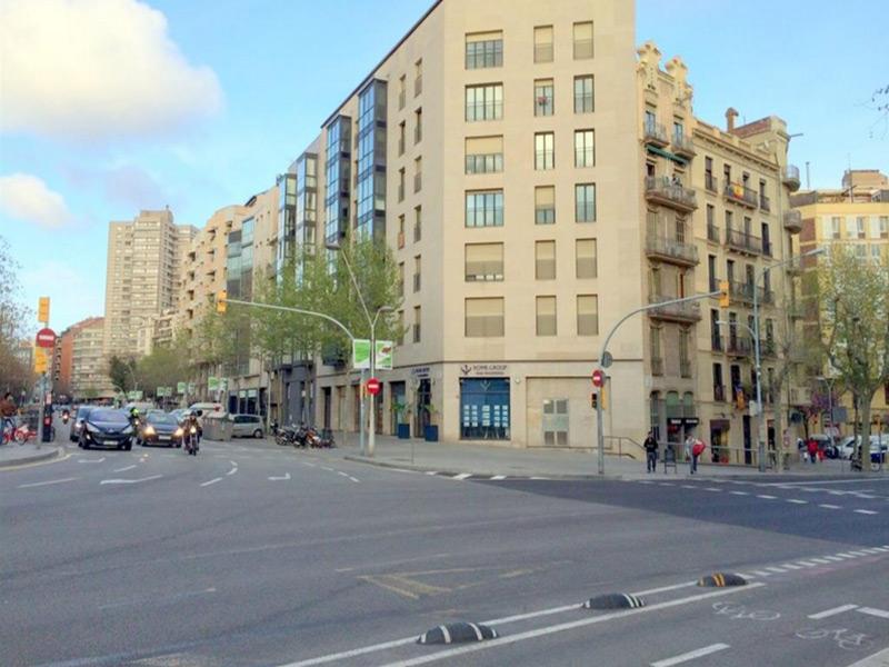 Amplio departamento a estrenar en la Avenida Roma.