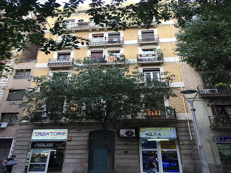 Encantador departamento con terraza en el corazón de Barcelona.