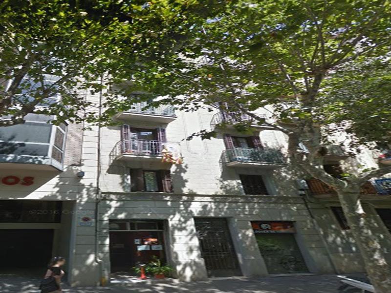 Departamento reformado muy cerca de la Plaza Francesc Macia.