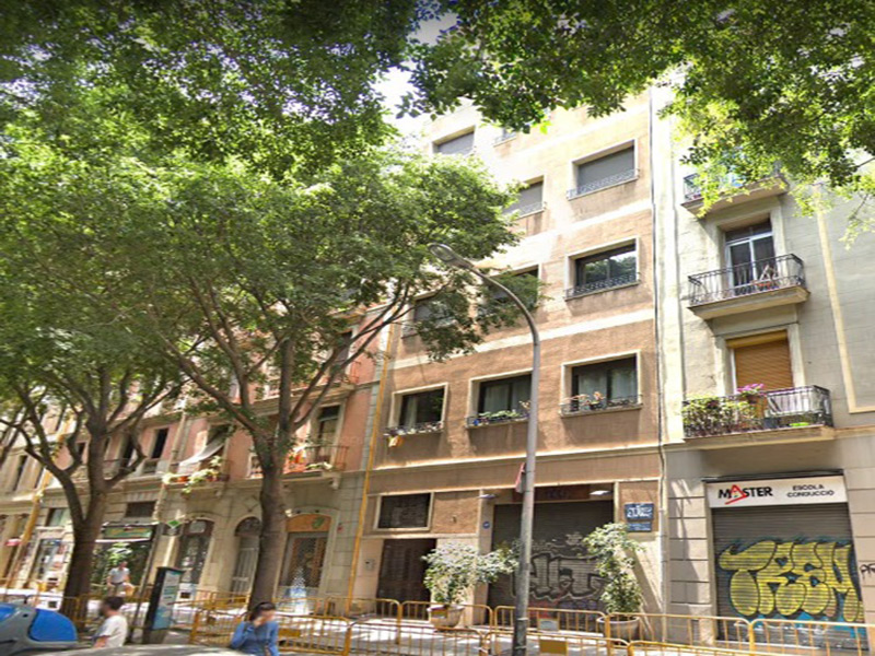 For renovation flat of 60.00 m2 in L'Eixample, Sant Antoni