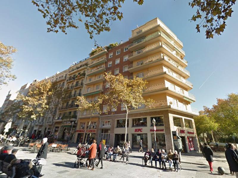 Amplio departamento en Avenida Gaudi muy cerca de la Sagrada Familia.