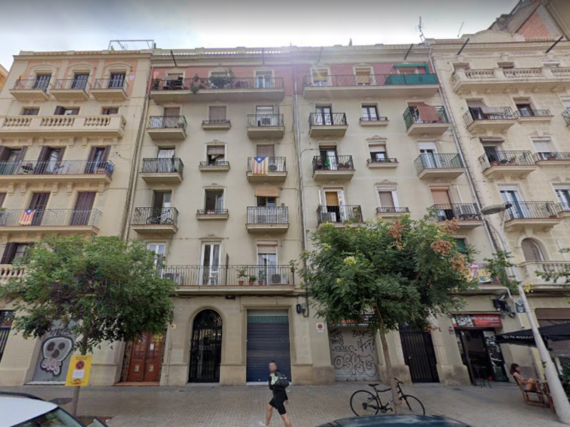 Departamento junto a Plaza España y Estación de Sants.