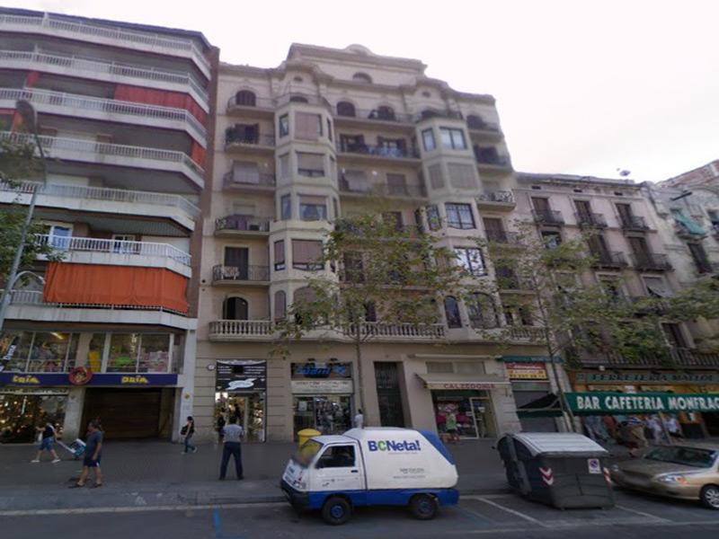 Departamento frente al Mercado de Sant Antoni.