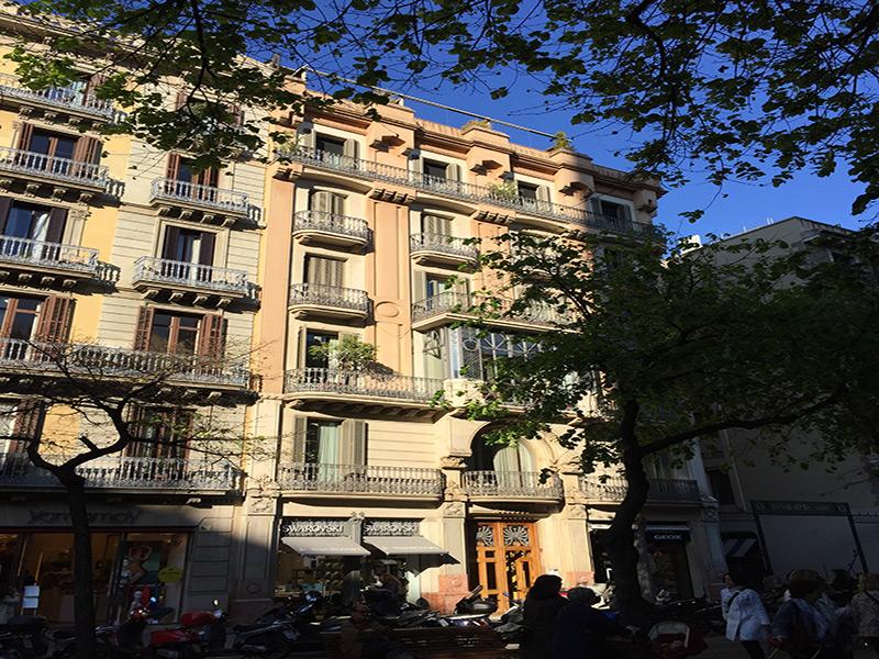 Hermoso departamento sobre la Rambla Cataluña.