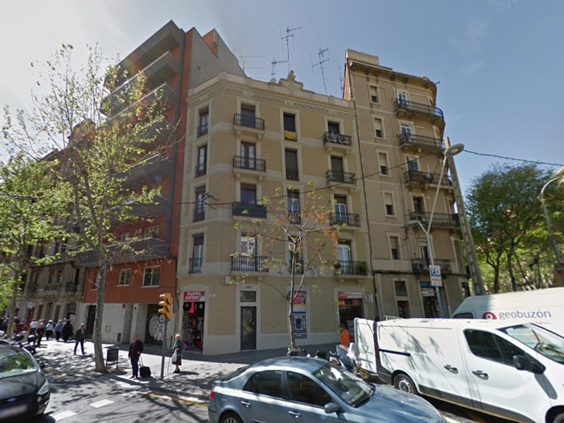 Espectacular departamento con terraza a una calle de la Sagrada Familia.