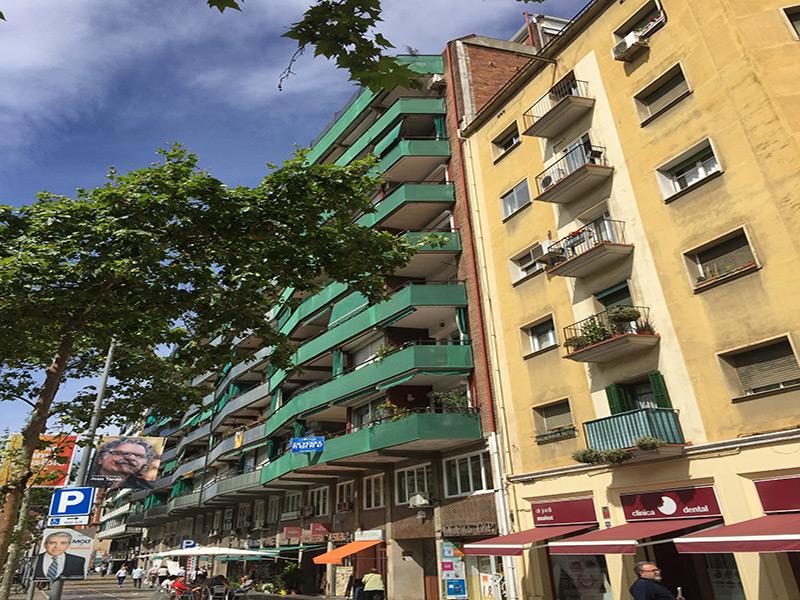 Departamento sobre Gran Via cerca de Plaza España.