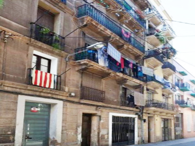 Partially restored flat of 60.00 m2 in Sants-Montjuic, Poble Sec
