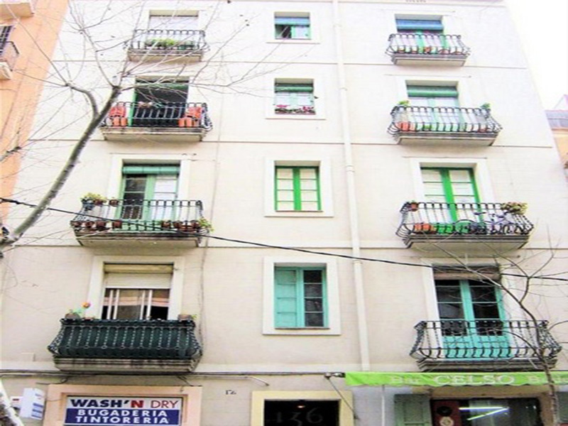 For renovation flat of 78.00 m2 in Les Corts, Corts