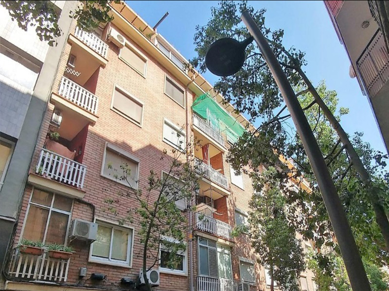 For renovation flat of 50.00 m2 in Les Corts, Corts
