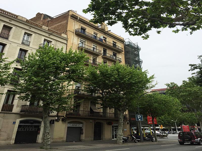 Departamento con terraza cerca de la Plaza de Francesc Macià
