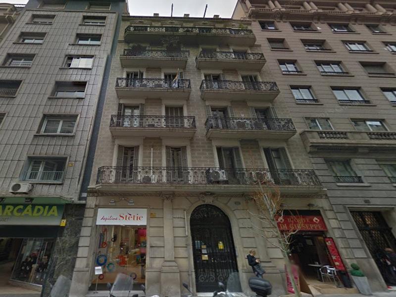 Amplio departamento en la zona alta de Barcelona.