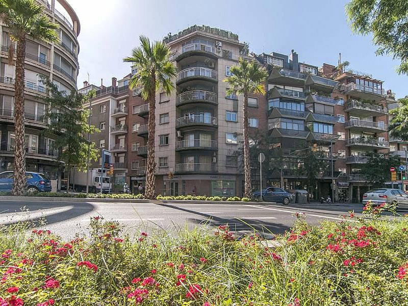 Amplio y luminoso departamento en la zona alta de Barcelona.