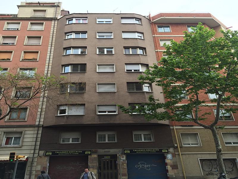 Departamento en Travessera de Gracia cerca de Av. Gaudi y del Hospital de San Pablo.