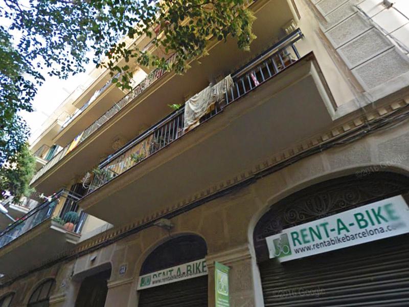 Departamento en calle semipeatonal próximo a Paseo de Gracia.