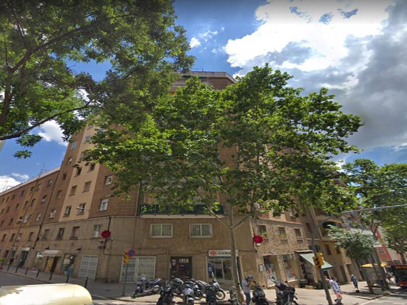 Departamento muy luminoso cerca del Hospital de San Pablo.