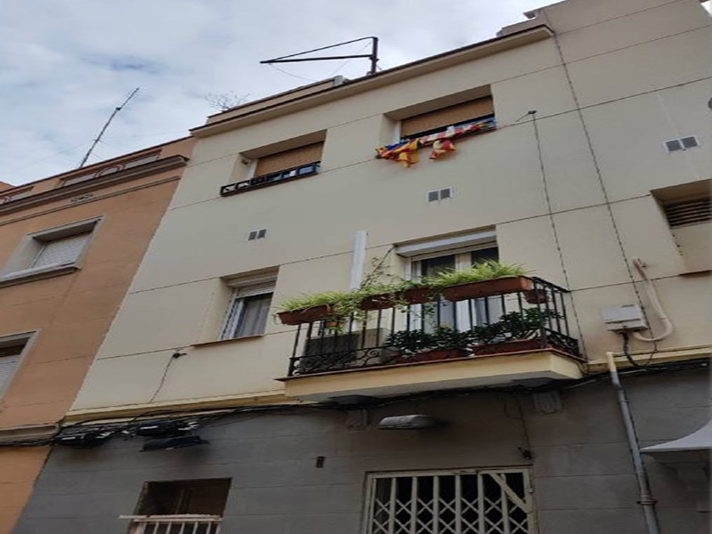 Partially restored flat of 40.00 m2 in Horta-Guinardó, Baix Guinardó