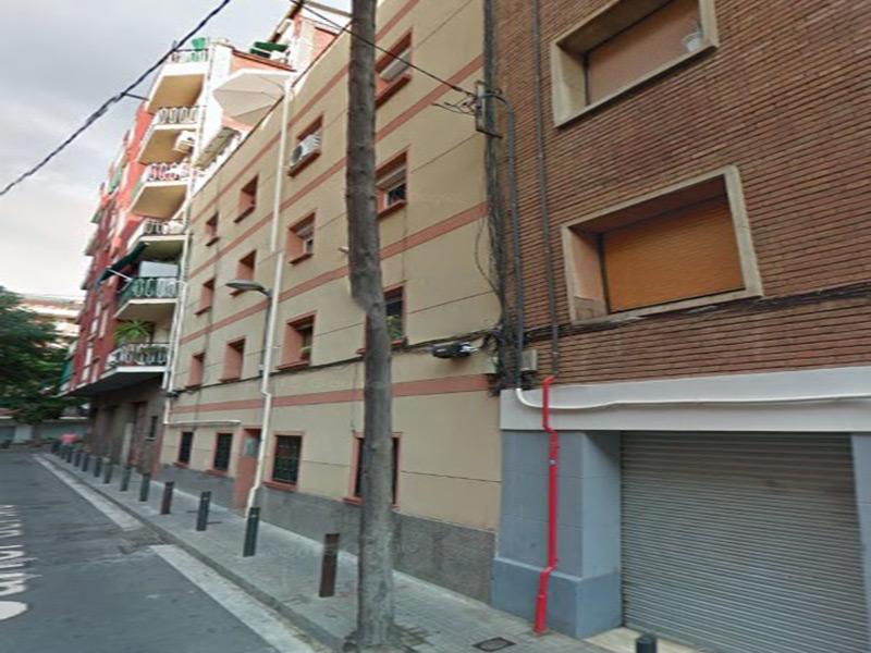 Departamento a dos calles de la calle comercial de Nou Barris.
