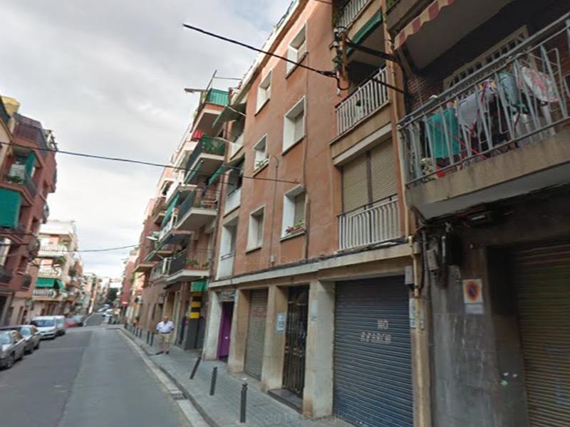 Buena oportunidad a una calle de Via Julia y de la Ronda de Dalt.