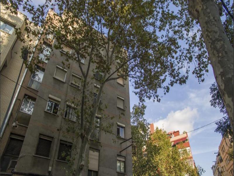 Departamento con vistas a parque y a Via Julia.