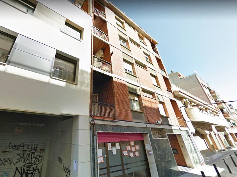 Luminoso departamento a metros del Paseo Fabra i Puig.