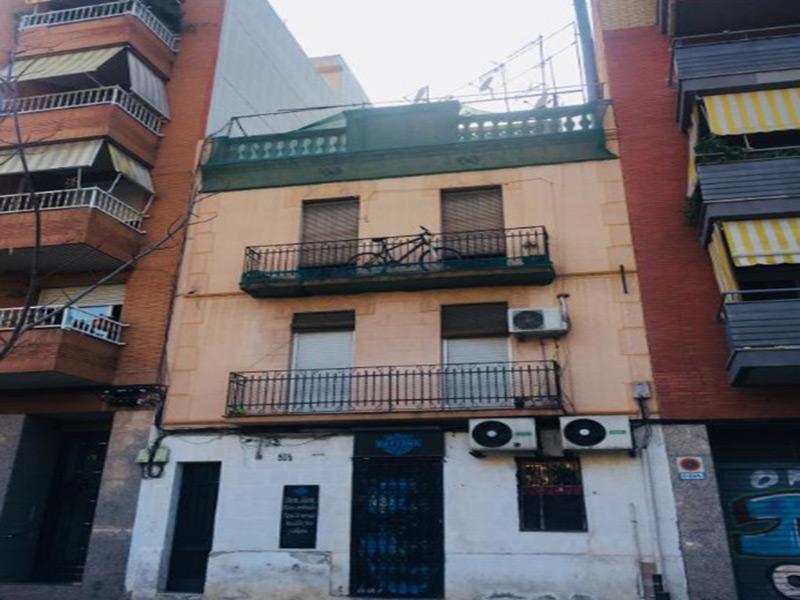 Buena opción de renta en una de las principales arterias de Barcelona.