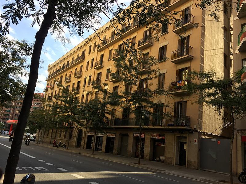 Lindo departamento en edificio típico de Barcelona.