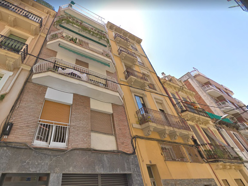Partially restored flat of 52 m2 in Sant Martí, Camp de l'Arpa del Clot