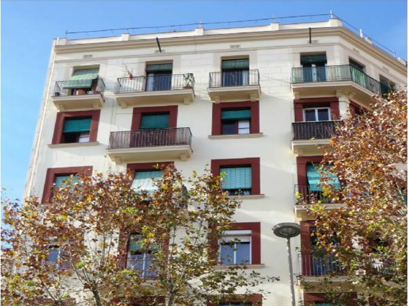 Partially restored flat of 56.00 m2 in Sant Martí, Camp de l'Arpa del Clot